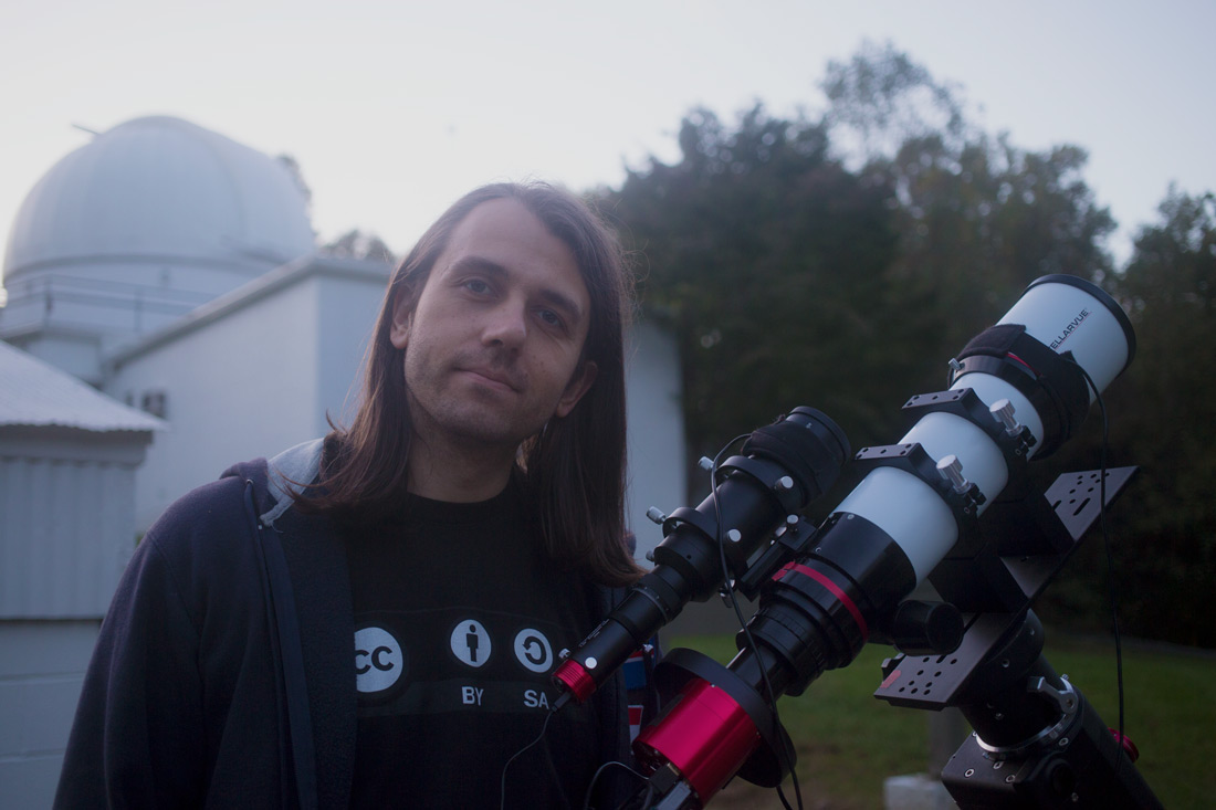 Nico Carver with astrophotgraphy gear